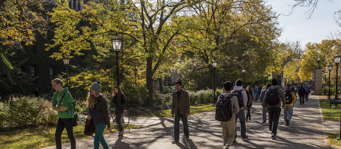 Students walk on the UChicago campus