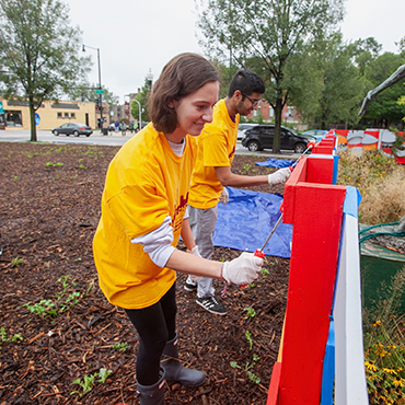 UChicago students paint a fence
