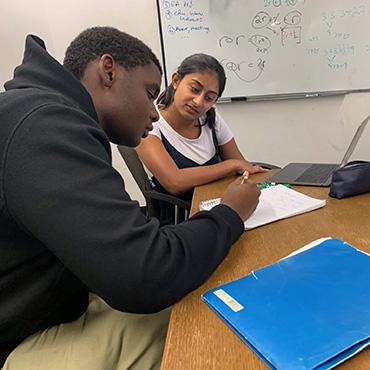 UChicago student tutors elementary student