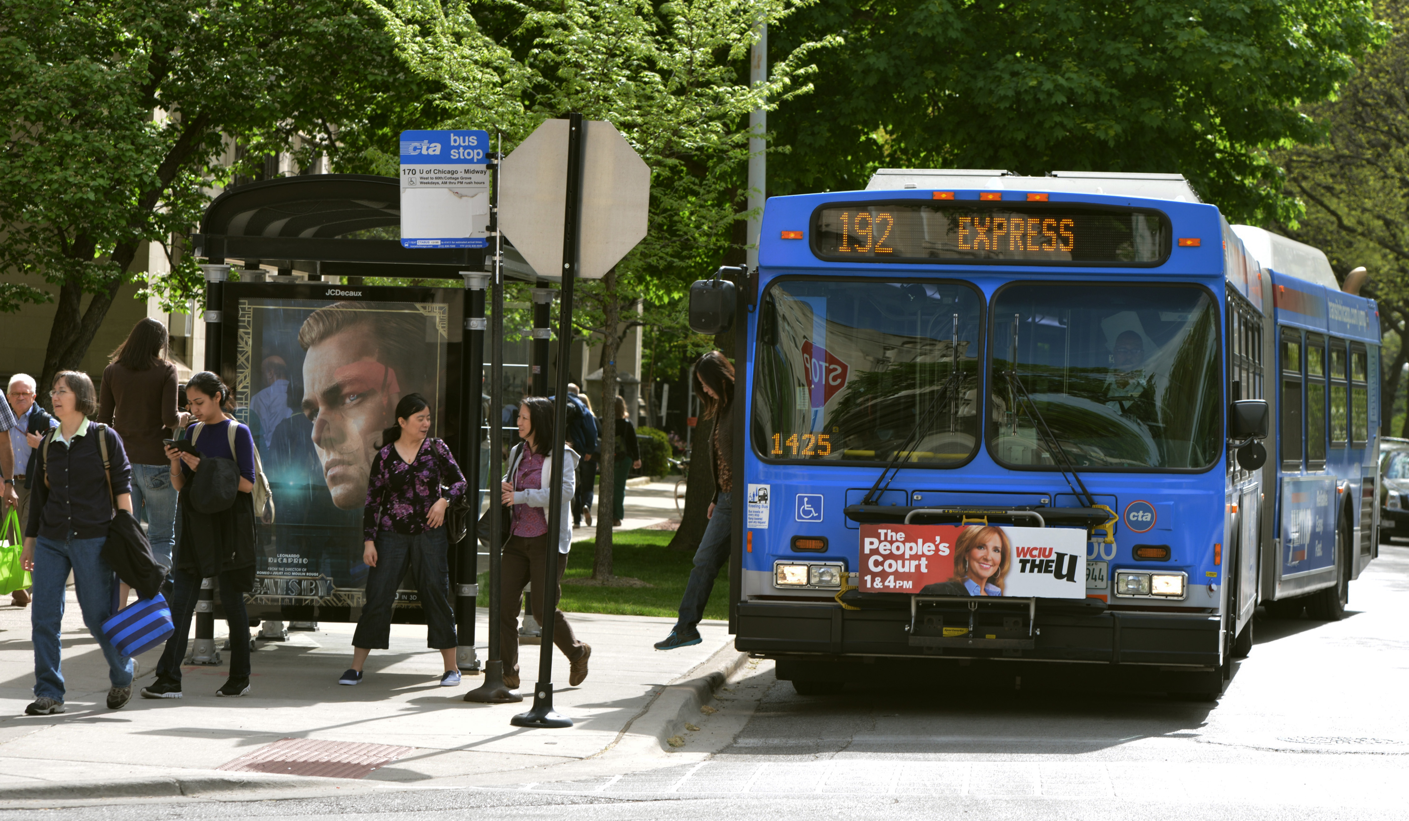 A CTA bus drops off members of the University community along 59th Street.
