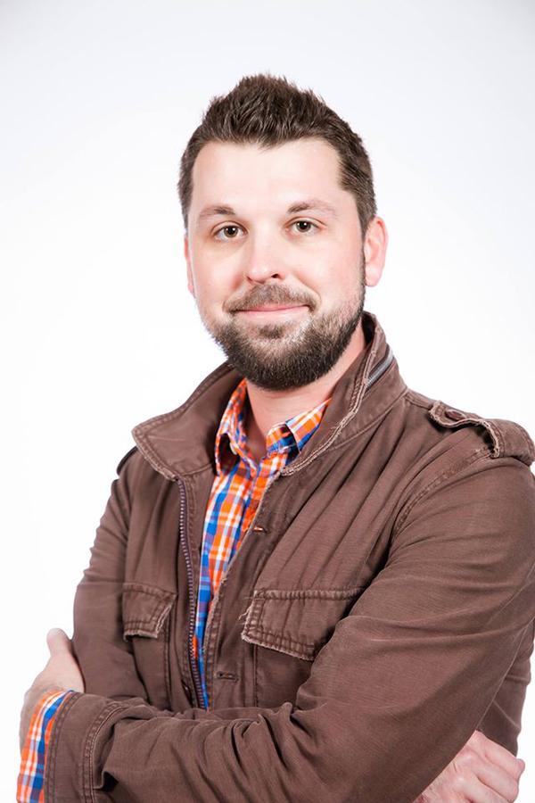 Headshot of Aaron Wilder against a bright background