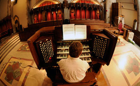 University Organist Tom Weisflog