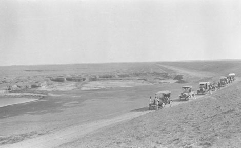 The University of Chicago expedition caravan of Fords traverses the desert near Falluja, bound for Abu Kemal.
