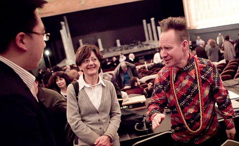 Director Peter Sellars talks to audience