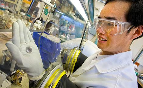 Lawrence Berkeley National Laboratory scientist Honghe Zheng