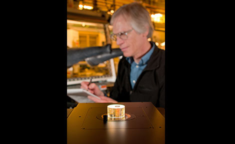 Argonne scientist Ira Bloom examines a metallographic sample