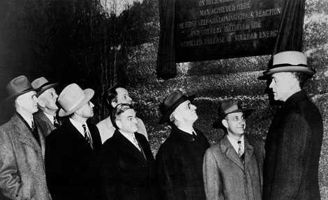 1947 dedication of a plaque memorializing the first controlled nuclear chain reaction