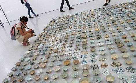 An UChicago MFA student on a trip to Beijing contemplates a piece by artist He Xiangyu