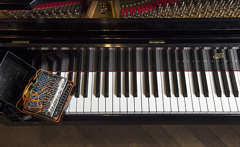 Chromochord and piano keyboard