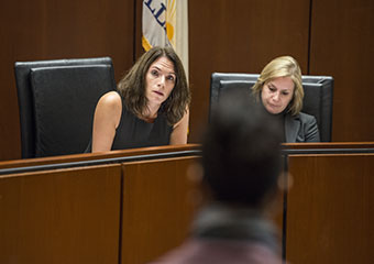 Alison Siegler leads her Federal Criminal Justice clinic, with clinic fellow Erica Zunkel, right.