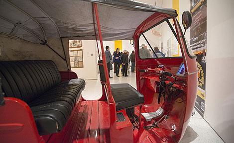 Auto rickshaw at Smart Museum of Art