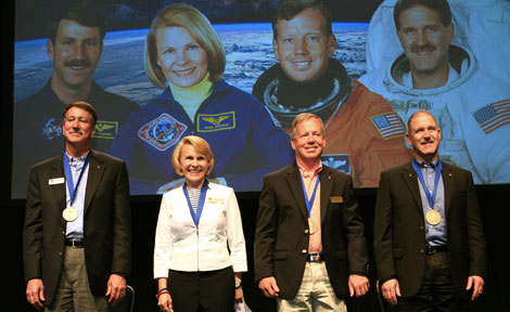 UChicago alumnus John Grunsfeld at NASA Hall of Fame ceremony