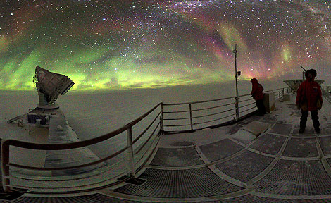 South Pole Telescope during Southern Lights