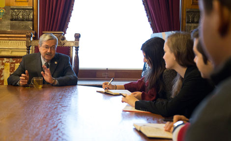 Iowa Gov. Terry Branstad with UChicago students