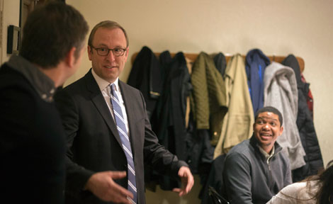 ABC's Jon Karl speaks to UChicago students