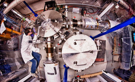 Sensitive space-time measuring device