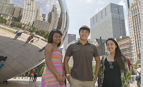 UChicago Promise students at Cloud Gate sculpture