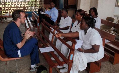 Braden Hexom, Mount Sinai Senior Resident, leads a nursing education class.
